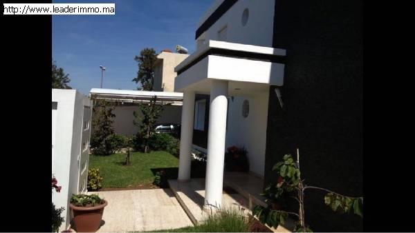 Rabat Hay Riad  A vendre villa  de 370 m²