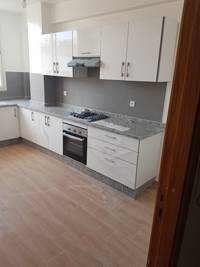 Appartement rénové à vendre.