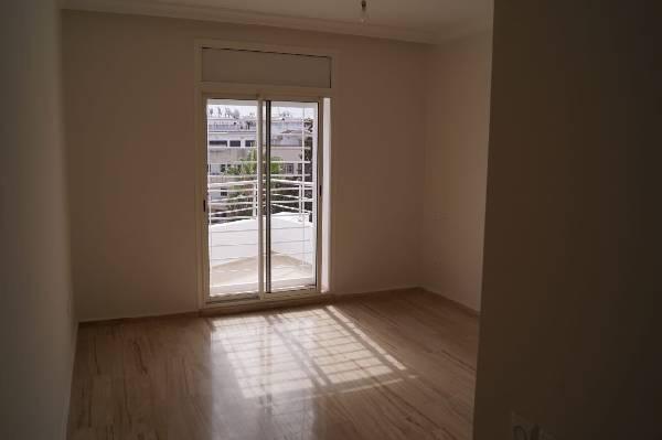 Grand appartement à louer en haut d'Agdal.