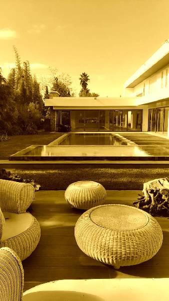 Offre similaire : Grande et magnifique villa neuve et moderne à vendre.