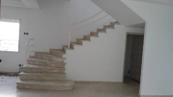 Belle villa à louer dans le quartier Hay Riad.